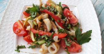 Салат с кальмарами и печеным болгарским перцем 500 г.
